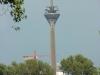 """Düsseldorfer """"Rheinturm"""" mit alter Turmspitze"""